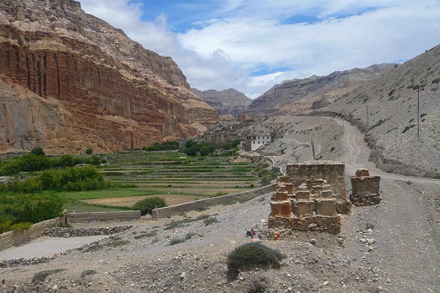 Mustang Trek (with miniature mountain valley)